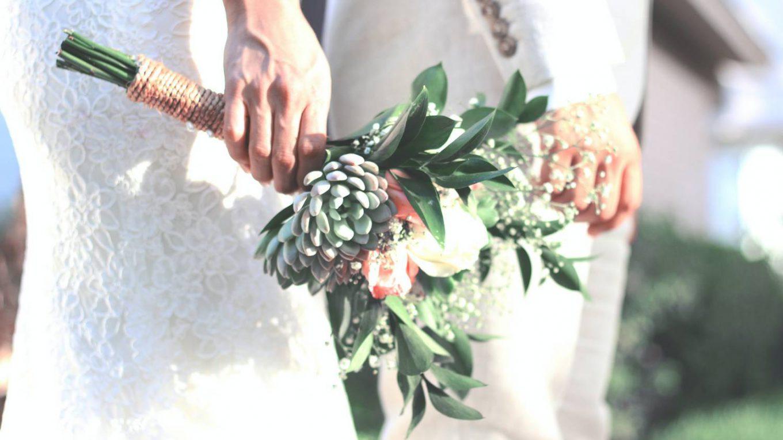 Wybór sukni ślubnej – krawcowa czy suknia z salonu?